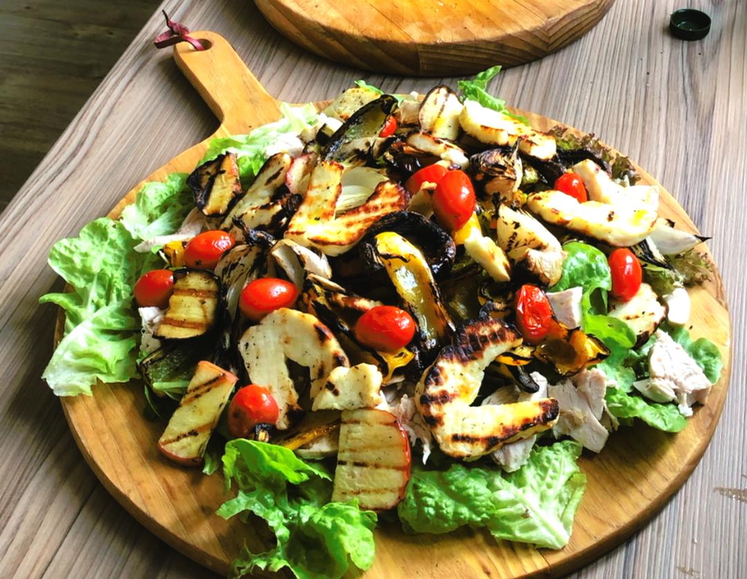 Grilled halloumi & vegetable salad